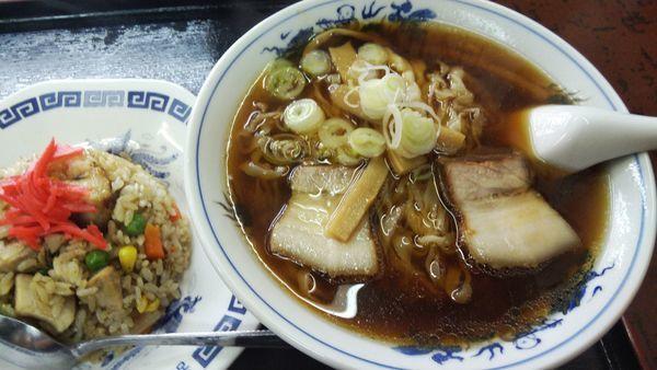 「ラーメン¥450半炒飯¥300」@柳華の写真