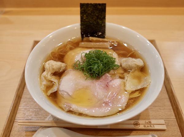 「わんたん入りしょうゆらぁ麺…1350円」@らぁ麺 飯田商店の写真