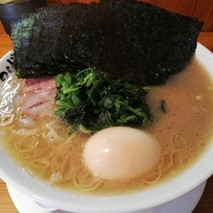 横浜家系ラーメン つばさ家 立川店の写真