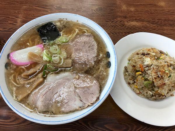 「ラーメン半チャーハン 850円」@チーナン食堂の写真