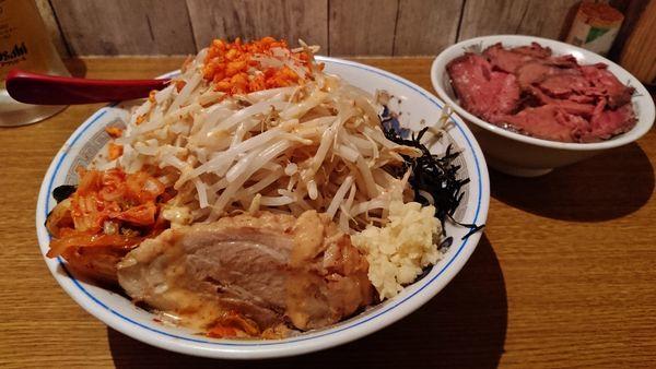 「限定/スタミナ冷やし中華+ローストビーフ丼+生大」@火の豚 立川ラーメンスクエア店の写真