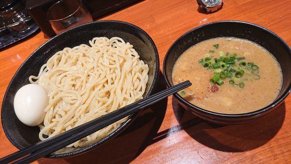 「濃厚つけ麺+味玉」@中華そば 輝羅の写真