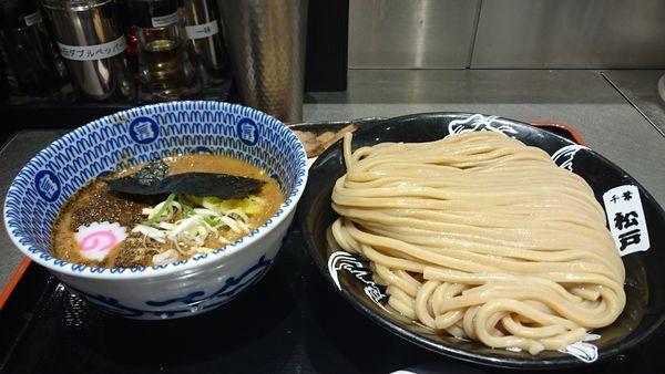 「濃厚つけ麺(大)全部のせ 餃子2個」@松戸富田麺絆の写真