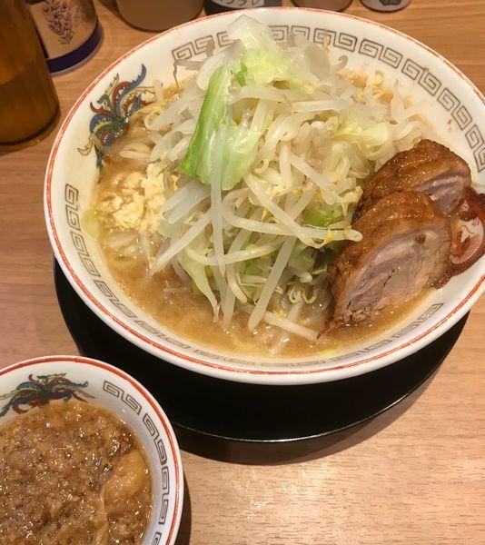 「小ラーメン+肉かすあぶら」@ラーメン豚山 上野店の写真