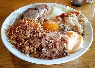 「まぜそば 麺増し」@三十郎 下館駅南店の写真