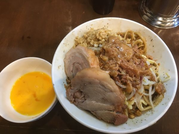 「小汁無し(アブラ)+生姜+チーズ」@麺屋 歩夢の写真