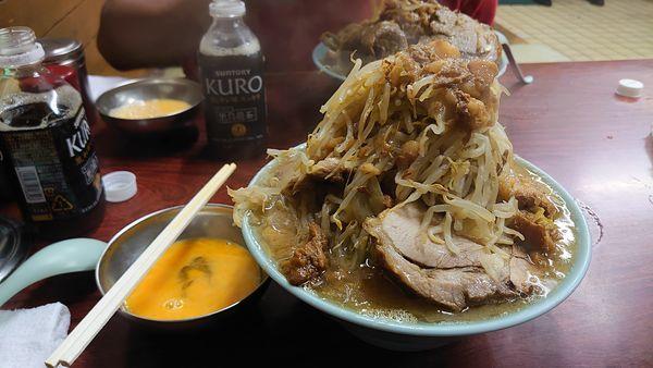 「国産ブタメン、ヤサイまし、豚カスアブラ、生たまご、ゆでたまご」@ラーメン富士丸 神谷本店の写真