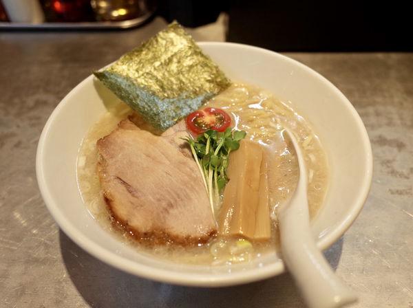「しおらぁ…850円」@麺 やまらぁの写真