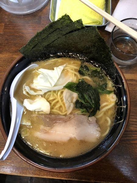 「豚骨醤油ラーメン(中盛麺かため)」@らあめん 寸八 総本店の写真