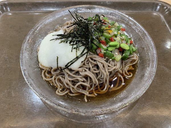 「彩り野菜のとろろ蕎麦 680円+tax」@めん家 那覇メインプレイス店の写真