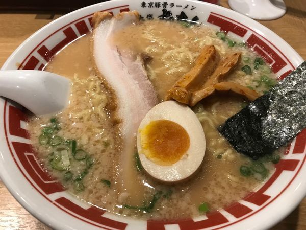 「東京豚骨ラーメン」@屯ちん 新宿店の写真