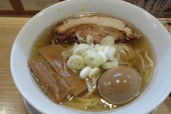 「らーめんmacro +味玉」@人類みな麺類の写真