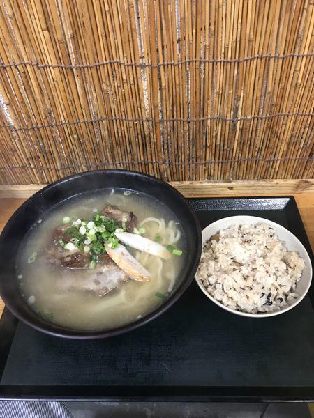 「ナンコツソーキそば(生麺・麺大盛り・ジューシー)」@三丁目そばの写真