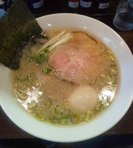 「背脂醤油らーめん味玉  850円」@麺や まる喜の写真