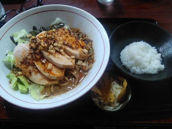 「(20食限定)辛い冷しまぜそば(割飯付)¥900」@と多゛食堂の写真