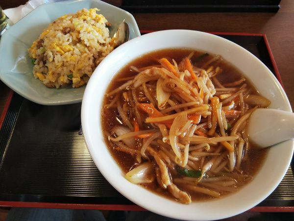 「【限定】もやしラーメン+半炒飯」@中国料理 竹園の写真