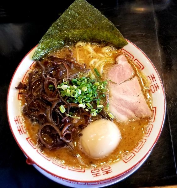 「魚介豚骨ラーメン+キクラゲトッピング」@博多長浜らーめん 六角堂の写真