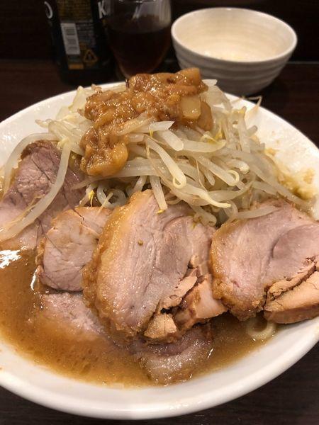 「ラーメン豚増し980円ヤサイアブラマシニンニク少し生卵50円」@ピコピコポンの写真