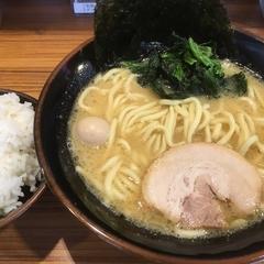 横浜家系ラーメン 壱角家 日吉店の写真
