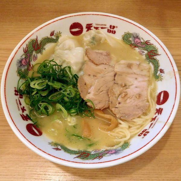 「肉ワンタン麺・こっさり 並(税別 824円)」@天下一品 多摩ニュータウン店の写真