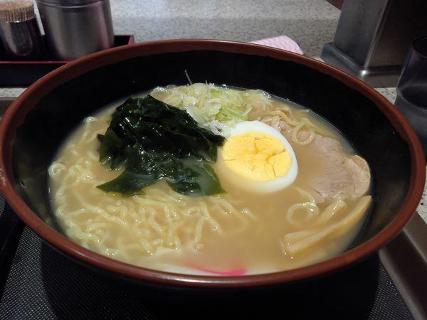 「煮干しラーメン450円」@名代 富士そば 北千住東口店の写真