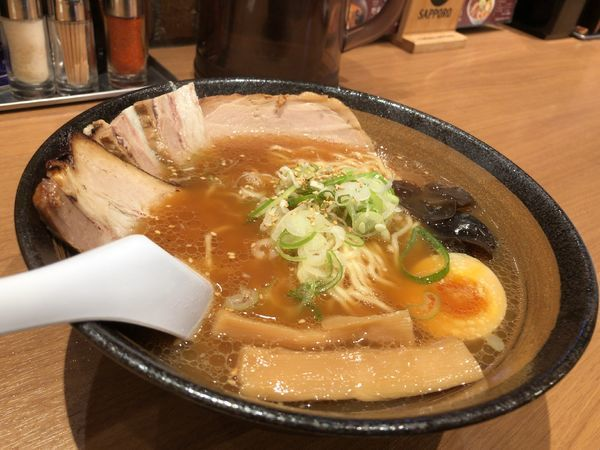 「W豚チャーシュー麺 980円」@梅光軒 新千歳空港店の写真