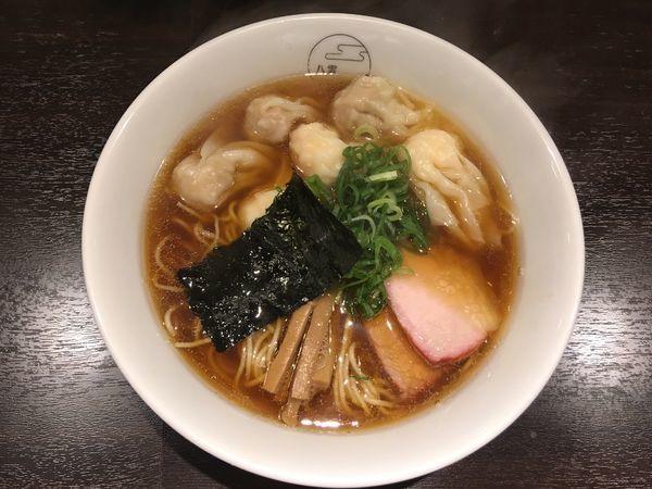「特製ワンタン麺黒だし(肉、エビ、3ヶずつ)1,100円」@八雲の写真