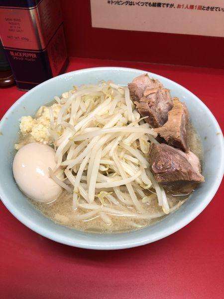「ブタ入り・味玉子」@ラーメン二郎 新宿歌舞伎町店の写真