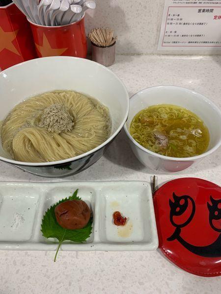 「紀州南高梅を潰しながら食べる塩つけ麺」@ラーメン星印の写真