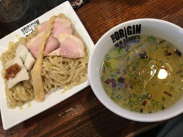 「冷やし鱧つけ麺 梅肉ソース添え1000円」@らあめん元の写真