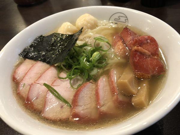 「チャーシュー特製ワンタン麺 白」@八雲の写真