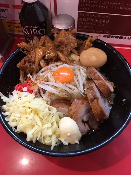「辛まぜそば+チーズ+豚2枚+マヨ+とろ〜り+鶏ほぐしW」@麺屋 桐龍の写真