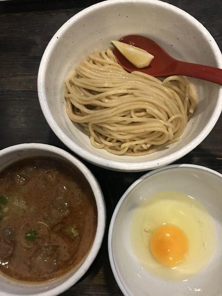 「牛モツつけ麺+生卵」@製麺処 蔵木の写真