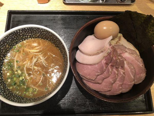 「特製濃厚魚介つけ麺 +中盛+チャーシュー豚5枚」@麺屋 一燈の写真