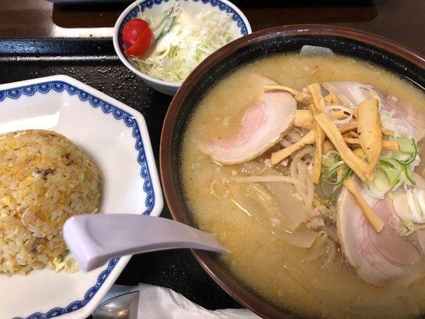 「みそチャーシュー麺  + 炒飯(セット)」@ごはん処 食堂ミサ あらい道の駅店の写真
