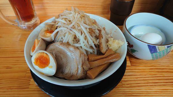 「極太麺(汁なし)、味玉、生卵、」@麺屋 とん嬉の写真