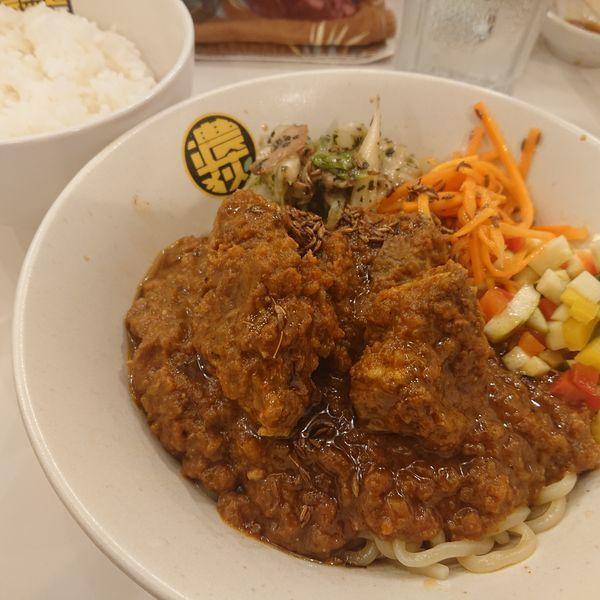 「冷やしポークビンダルーまぜそば900円他」@濃菜麺 井の庄 荻窪店の写真