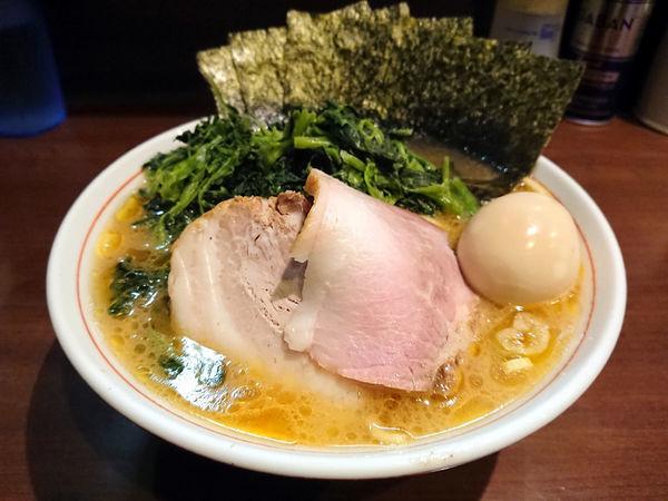 「らーめん(もも肉)+ほうれん草」@らーめん飛粋の写真