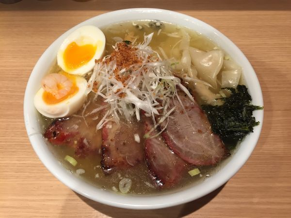 「チャーシュー塩わんたん麺+塩玉 大盛」@ひるがおの写真