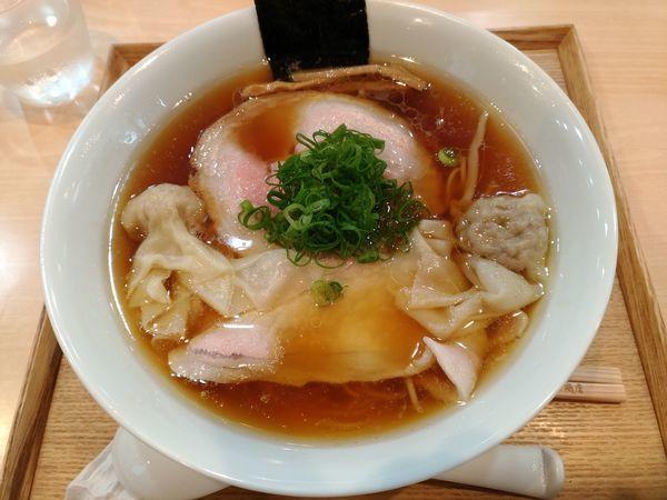 「わんたん入りしょうゆらぁ麺」@らぁ麺 飯田商店の写真