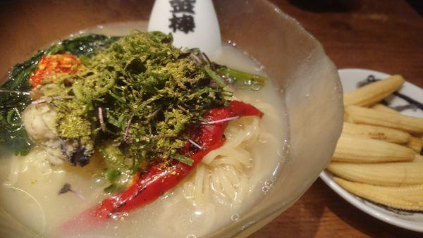 「冷やしカラシビ牡蠣ラーメン(限定)+ヤングコーン」@カラシビつけ麺 鬼金棒の写真