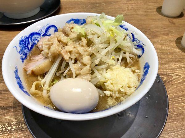 「豚玉ラーメン並(ニンニク、アブラ) ¥880」@ジャンクガレッジ 狭山店の写真