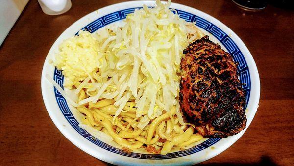 「えび汁なし(ニンニク)+炙り豚」@ラーメン ゼンゼンの写真