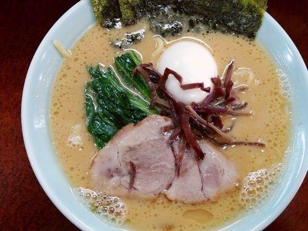 「ラーメン+半熟味玉」@横浜ラーメン 壱鉄家の写真