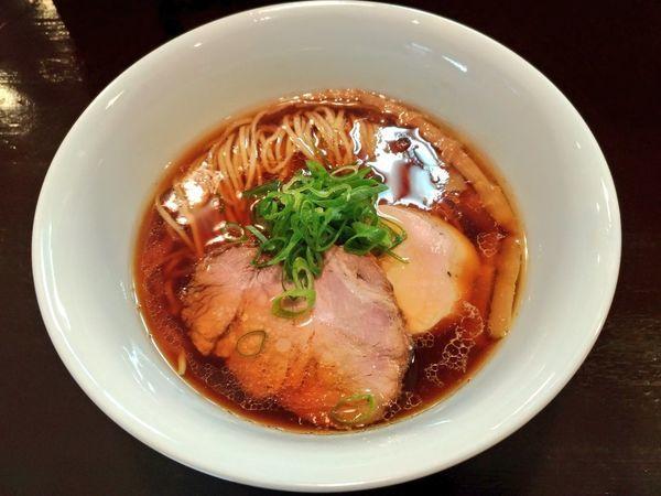 「醤油らぁ麺」@らぁ麺 すぎ本の写真