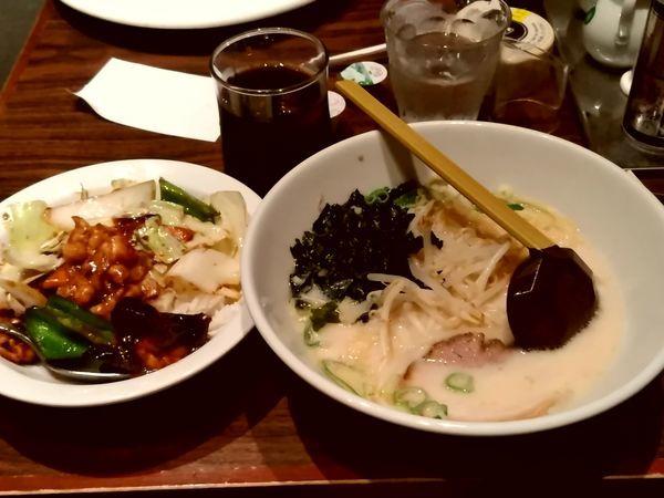 「ラーメンセット(豚骨ラーメン+回鍋肉丼)880円」@上海華龍 ヤマダ電機LABI1高崎店の写真