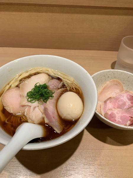 「特製醤油ラーメン+チャーシュー追加」@らぁ麺 はやし田 新宿本店の写真
