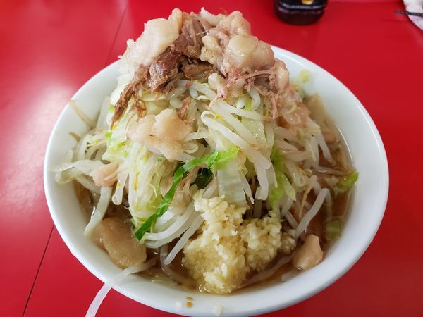 「麺半分豚2枚(ヤサイ・ニンニク・アブラ) ¥700」@ラーメン二郎 茨城守谷店の写真