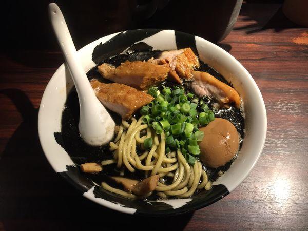 「味玉チャーシュー麺(黒)」@麺屋武蔵 武骨の写真