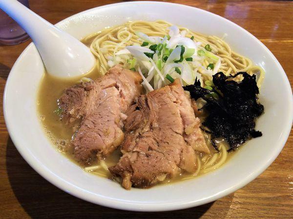 「煮干そば 白醤油(中盛り)¥750」@中村屋総本山の写真